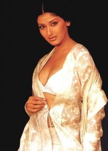 Pantyless photo of sonali bendre